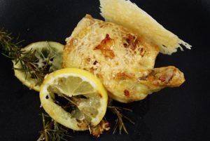 Maispoulardenbrust mit Zitrone, Rosmarin, Parmesan und Knoblauch