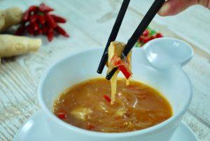 Chinesische Hühnersuppe mit Glasnudeln